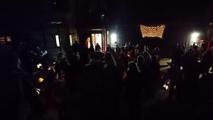 Versammlung vor der Kita